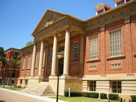 アデレード大学